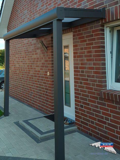 Alu-Haustürvordach der Marke REXOvita 3m x 1m in anthrazit. Als Dacheindeckung wurden 16mm Stegplatten in opal-weiß gewählt. Ein toller Schutz vor Wind & Wetter für Bewohner und Gäste. Ort: 27798 Hude. #Vordach #Aluvordach #REXOvita #Rexin