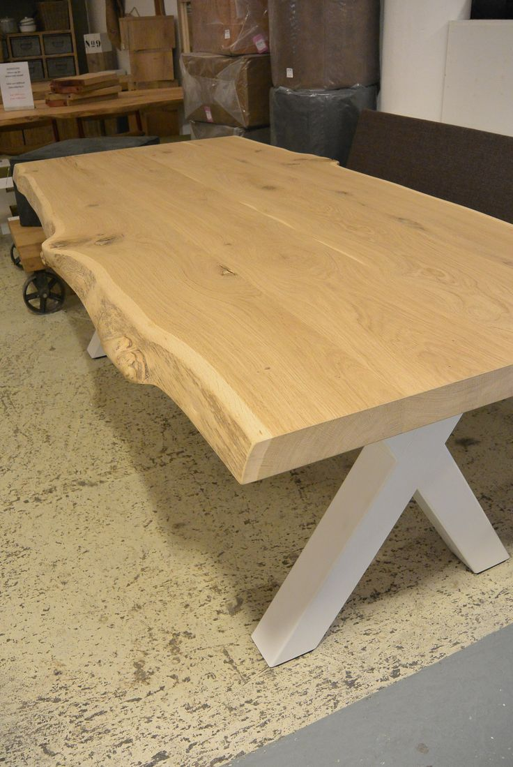 Super gave boomstam tafel met witte stalen kruispoten, alle maten mogelijk. #boomstamtafel #boomstam #stamtafel