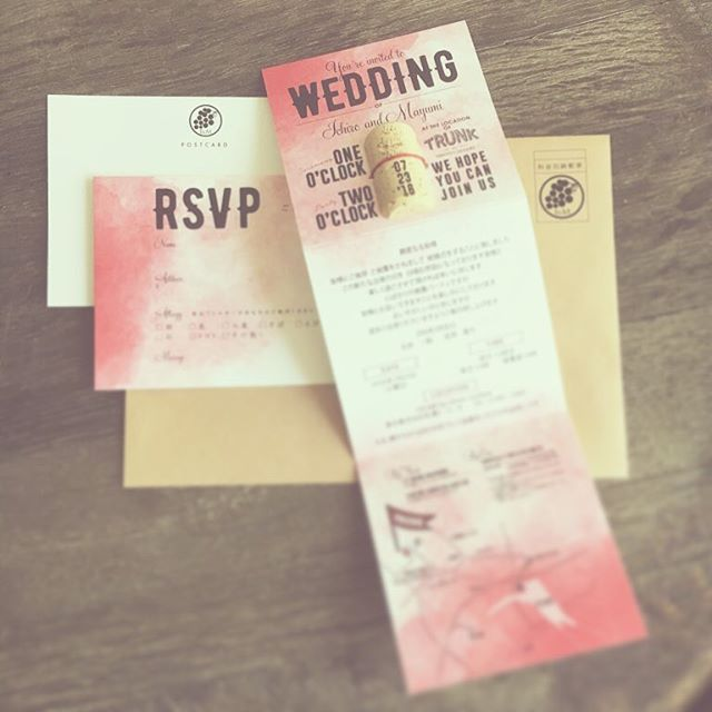 *like an aging wine* ワインが熟して良いものになっていくように、 夫婦、結婚生活を重ね合わせる イメージのコンセプトウエディング。 今回のオリジナル招待状は コルクにコンセプトをレーザー刻印。 だんだん熟す様をグラデーションで表現。 ワイナリーをイメージして 白ではなくクラフトの封筒お届け。 paper designer @yagihara.tsg #TRUNKBYSHOTOGALLERY #wedding #weddingplanner #photographer #invitation #wine #winery #paperdesign #結婚式 #結婚式場 #ウエディング #ウエディングドレス #ウエディングプランナー #ウエディングアイテム #招待状 #コルク #ワイン #ワイナリー #レーザーカッター #ハンドメイド #ペーパーアイテム #席札 #席次表 #プロフィールブック #テイクアンドギヴニーズ #takeandgiveneeds #プレ花嫁 #卒花 #2016秋婚 #ゼクシィ
