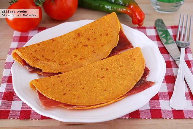 Receta de crêpes de gazpacho rellenos de jamón. Con fotos del paso a paso, consejos y sugerencias de degustación. Recetas de verano. Cómo hacer...