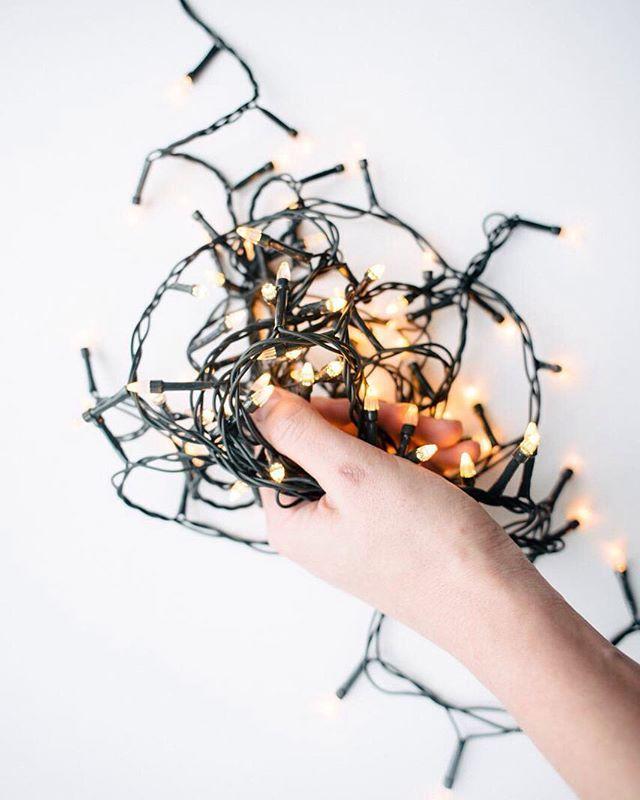 Люблю ✨ лампочки #гирлянда #рука #свет #настроение #лампочки #jdanovaru #light #hand #jdanovaselfie