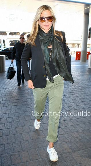 Jennifer Aniston in Current/Elliott The Army Pants Get Jennifer's Outfit Here: r…