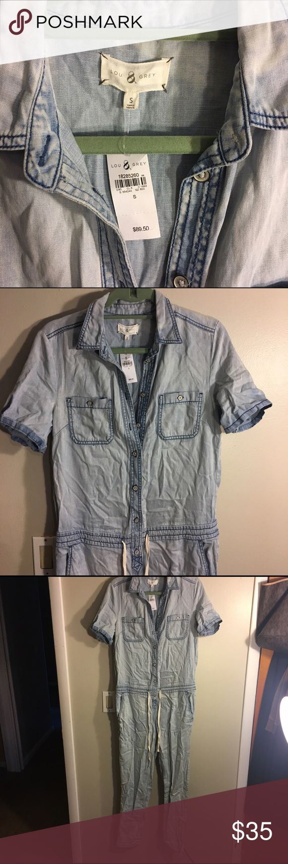Brand New! Jumpsuit with sleeves Brand New! Jumpsuit with half sleeves and a comfy fit Lou & Grey Jeans