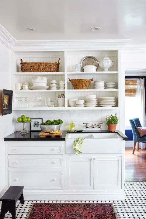 Charming small cottage has a gorgeous kitchen layout that's too good to be true
