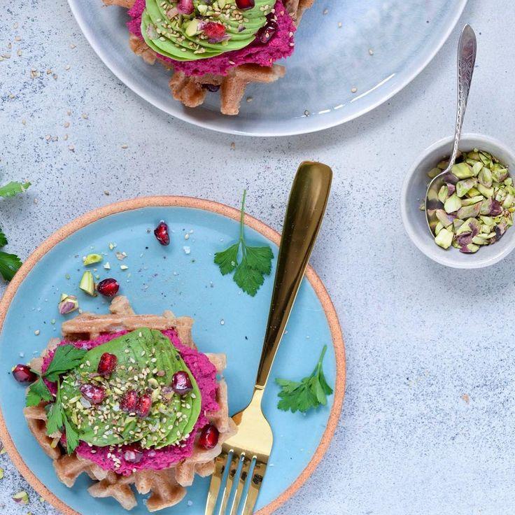 @vanloseblues Hummus til morgenmad? ☕️ Øhm ja tak!  Især når der følger vafler og avokado med
