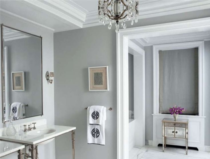 Pi di 25 fantastiche idee su pareti grigio chiaro su for Small bathroom paint colors 2018