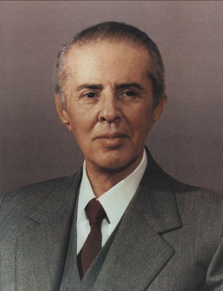 enver_hoxha_november_1984 albania
