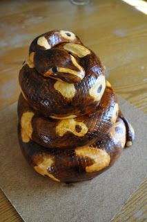 PEACH OF CAKE: Snake Cake