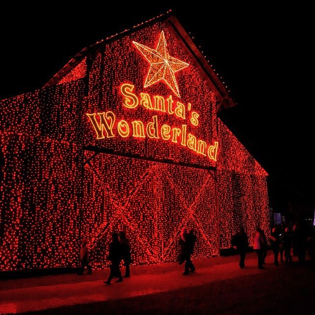 Check out these top 10 Texas towns to visit during #Christmastime!