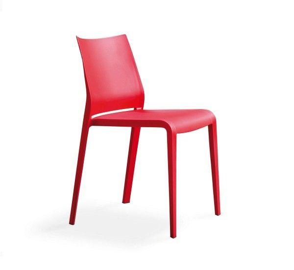 Riga è una sedia di Pocci e Dondoli per Desalto. Realizzata in polipropilene caricato con fibra di vetro stabilizzato anti UV. Impilabile fino a nove sedie. Riga è una sedia confortevole, leggera, impilabile e formalmente raffinata in ogni dettaglio. Pratica e robusta al tempo stesso senza rinunciare ad una eleganza discreta. Riga si presta abbinata ad arredi moderni, in cui si vuol dare un tocco vivace. Adatta anche per uso esterno, è disponibile nei colori: bianco, grigio chiaro…