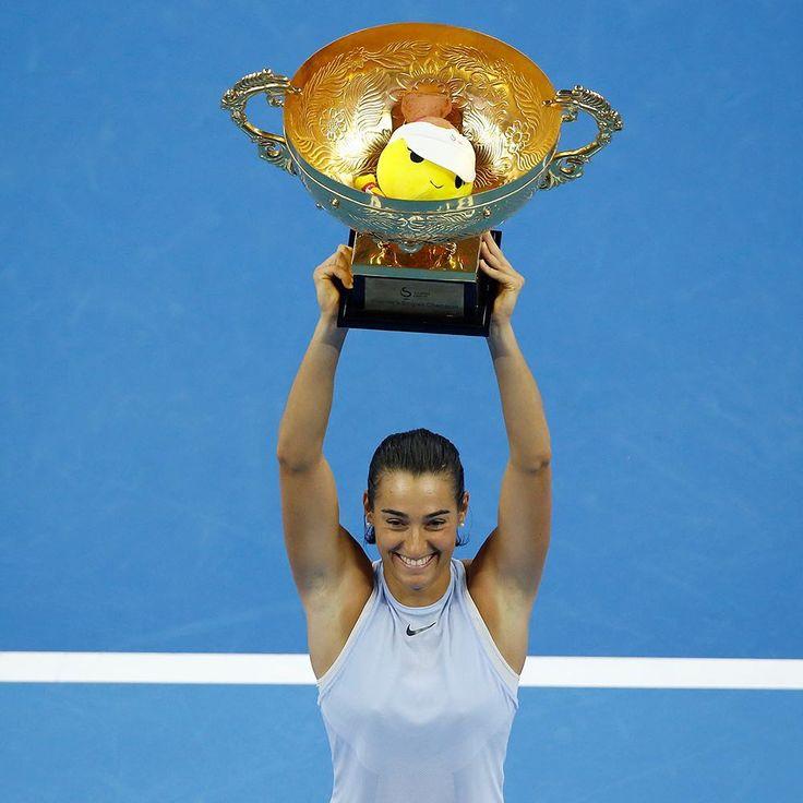 Caroline Garcia est sur un nuage en cette fin de saison. Une semaine après avoir remporté le tournoi de Wuhan, la Française a enchaîné en s'imposant lors du tournoi de Pékin. Garcia n'a pas fait les choses à moitié en battant en finale la future numéro 1 mondiale, la Roumaine Simona Halep (6-4, 7-6). En Chine, la joueuse tricolore réalise la meilleure quinzaine de sa vie, comme en témoignent ses victoires face à quatre éléments du top 15 mondial (Kerber, Cibulkova, Svitolina et Halep). En…