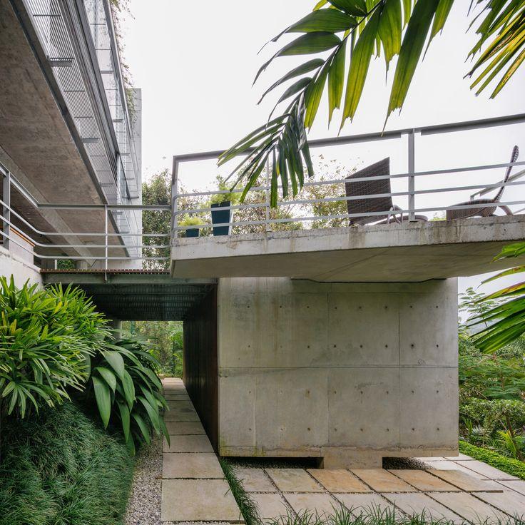 Gallery of Ubatuba House II / SPBR Arquitetos - 17