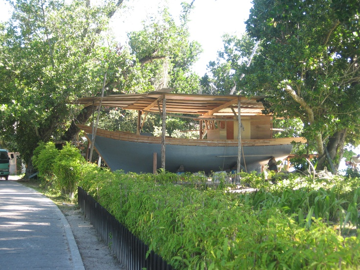 Barco  tradicional en la isla de La Digue,Seychelles    http://www.reservasdecoches.com/es/alquiler-de-coches/Mahe-Island_Seychelles-Airport.html