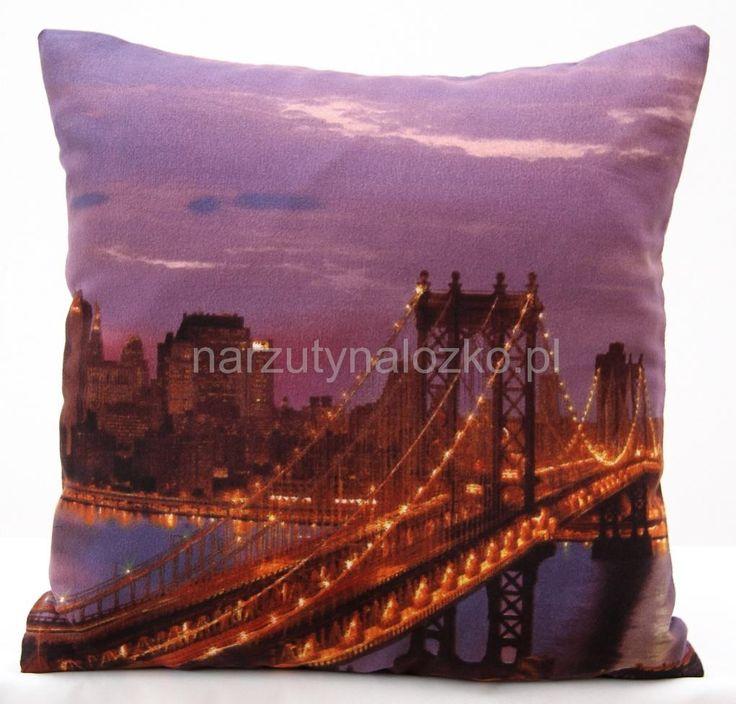 Fioletowa poszewka na poduszkę ze świecącym mostem