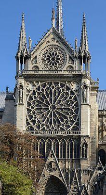 Rozety na fasadzie południowego transeptu katedry Notre-Dame du Paris w Paryżu (Francja). [za Wikipedia]
