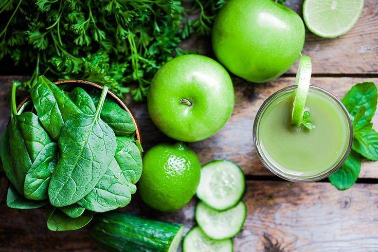 Oppskrift på grønn smoothie med sunne ingredienser.