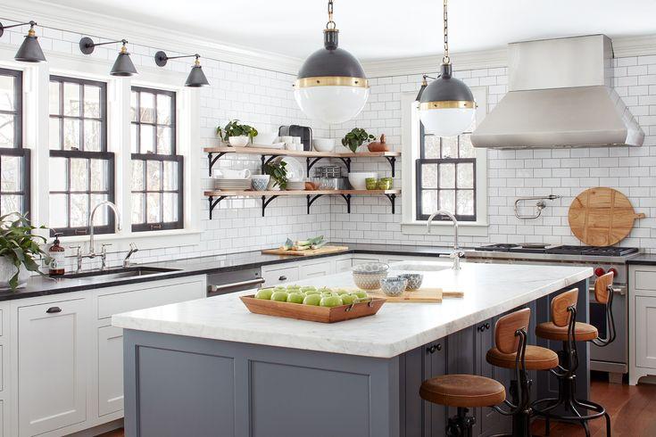 Дом является более современной версией традиционного сельского дома, поэтому имеет более открытую планировку в сравнении с традиционным домом 18-го века.  (деревенский,сельский,кантри,традиционный,индустриальный,лофт,винтаж,стиль лофт,индустриальный стиль,мебель,архитектура,дизайн,экстерьер,интерьер,дизайн интерьера,кухня,дизайн кухни,интерьер кухни,кухонная мебель,мебель для кухни) .