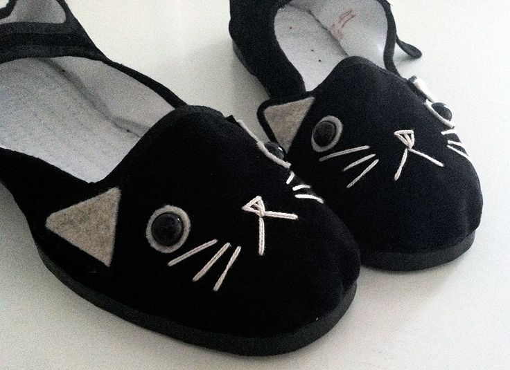 Cat Shoes - Embroidered Kitty Flats Mary Janes- Ladies Size 8. $25.00, via Etsy.