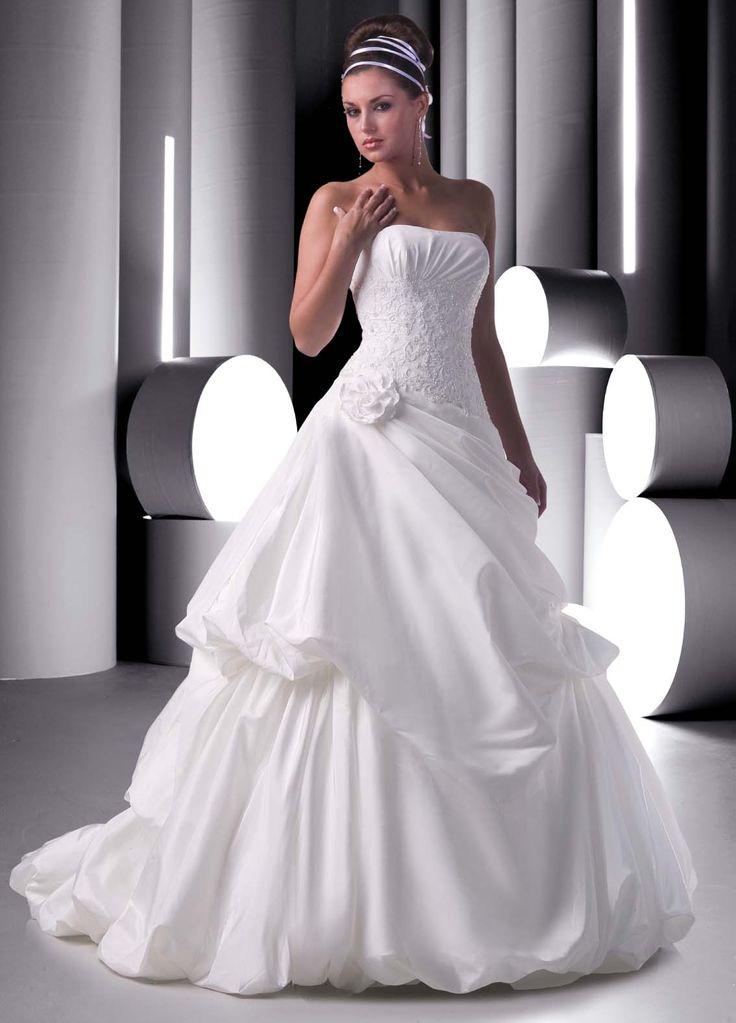 2319 best mari es robes images on pinterest wedding for Design wedding dress online