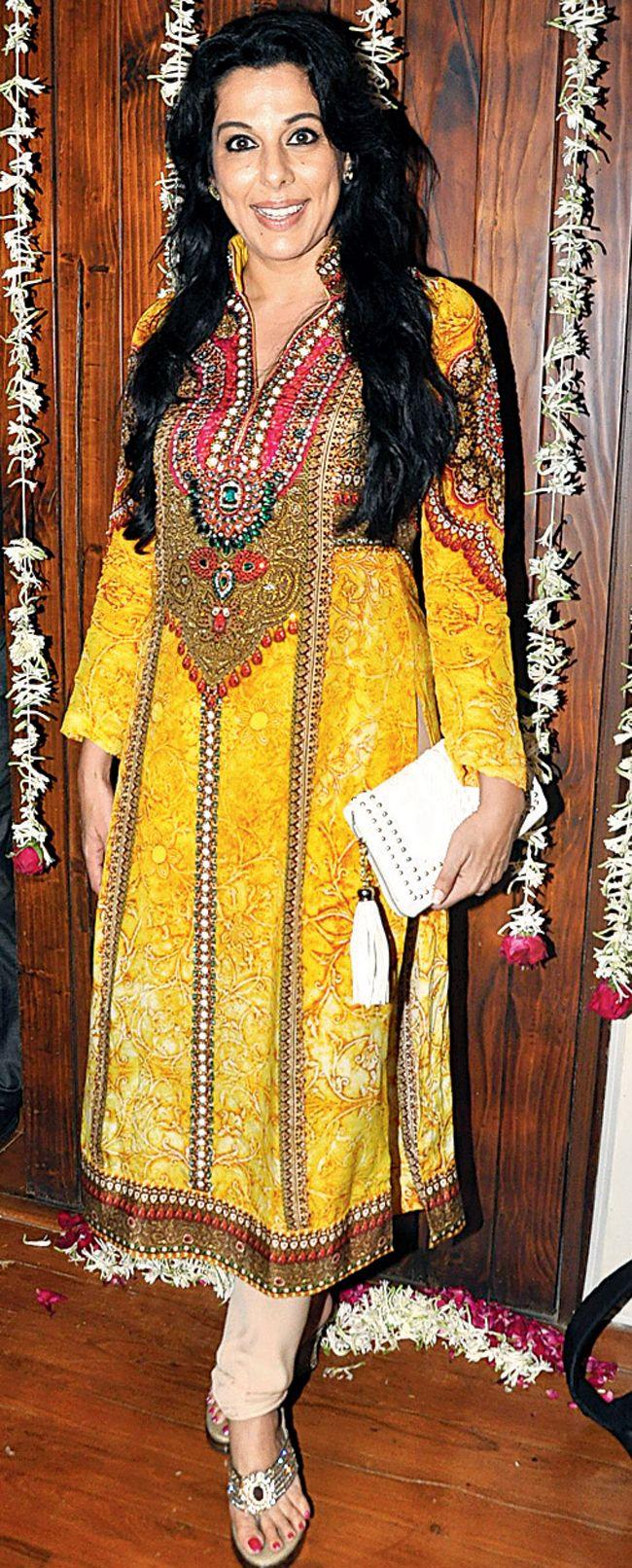 Pooja Bedi at Jaaved Jafferi's Eid bash #Style #Bollywood #Fashion #Beauty