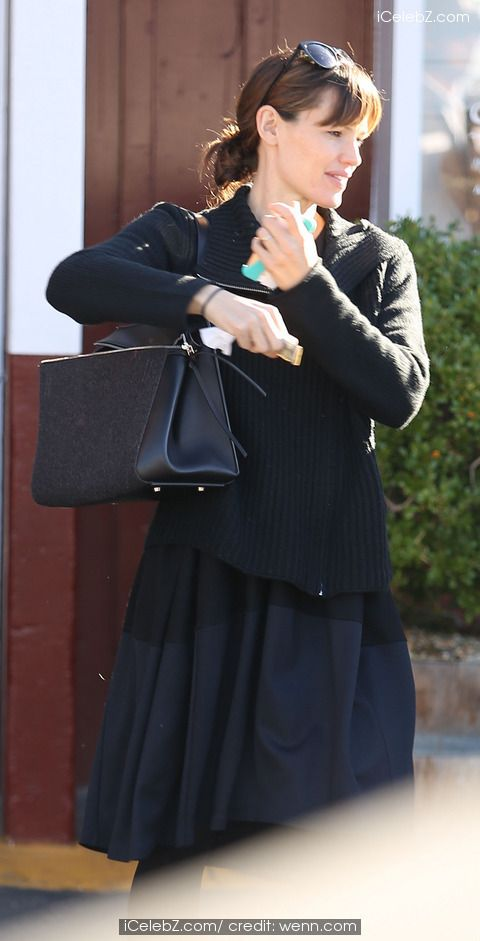 Jennifer Garner wearing black skirt and coat out and about in Pacific Palisades http://www.icelebz.com/events/jennifer_garner_wearing_black_skirt_and_coat_out_and_about_in_pacific_palisades/photo2.html