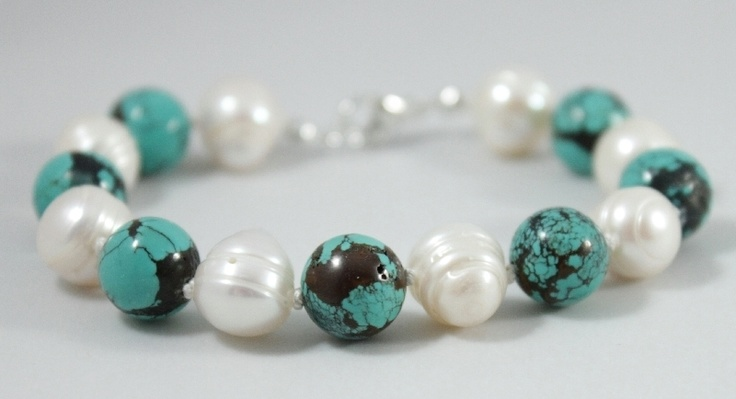 Handmade with *semiprecious stones, freshwater pearls* and sterling silver findings.      FREE shipping within Europe!  $26