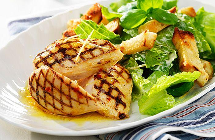 Grilla en citrusglazerad kycklingfilé – perfekt till en caesarsallad!