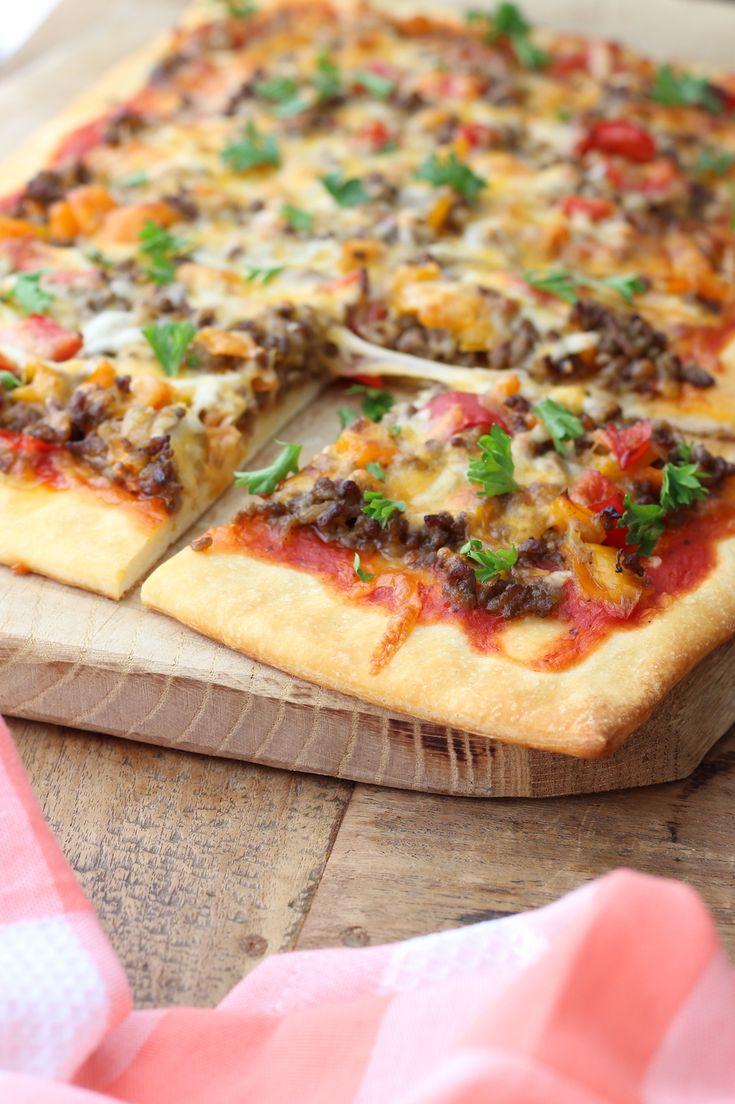 Deze Tex Mex plaatpizza is heerlijk als comfort food voor de vrijdag. En het leuke is dat kinderen deze (bijna) helemaal zelf kunnen maken. http://www.francescakookt.nl/tex-mex-plaatpizza-voor-het-hele-gezin/