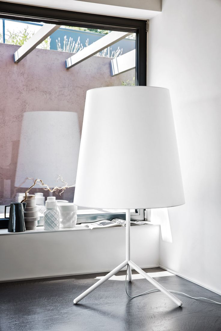 The classic truncated cone-shaped shade is reinterpreted in an extra-large version to give the BIG WAVE floor lamp a strong visual impact. The frame, made of textured coloured metal, contrasts with the white diffuser that casts the perfect lighting for your living area. The BIG WAVE lamp will win you over with its irreverent approach to the abat-jour, one of the great classics of home furnishing. #calligaris #toronto #code