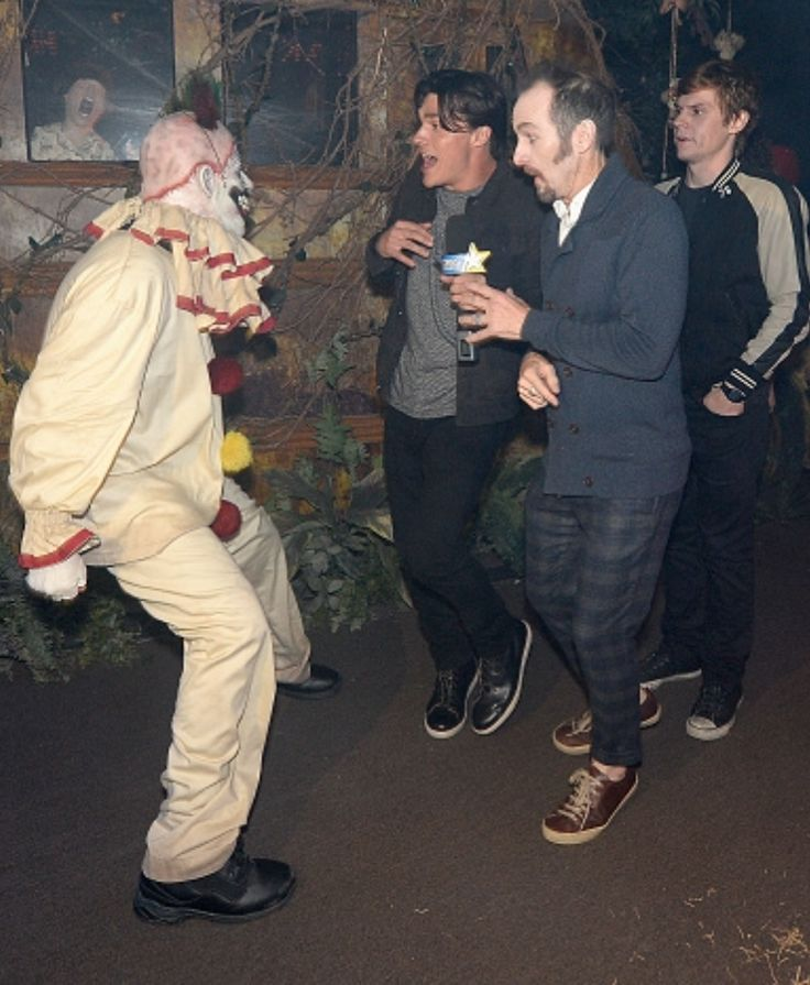 Hilarious. Dandy meets Twistie the Clown at the Universal Studios 'Halloween Horror Nights' Opening Event. Follow rickysturn/american-horror-story