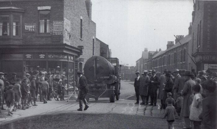 Bell Street..........being resurfaced(?) 1920s