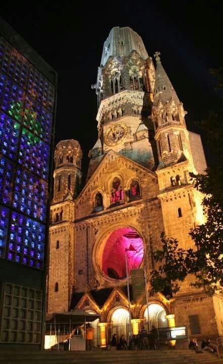 Kaiser Wilhelm Gedächtnis Kirche in Berlin...wonderful