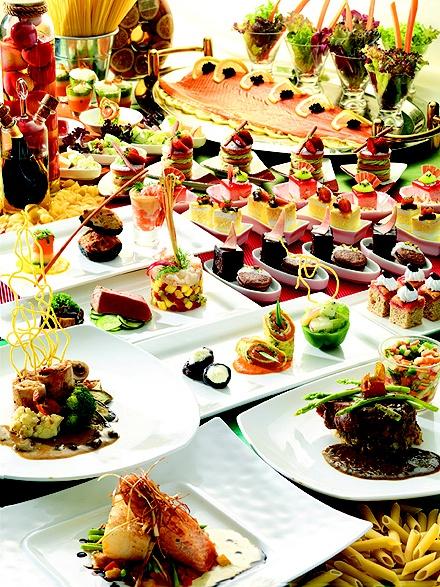 Ravenous Italian aficionados embrace revolutionary dining concepts at CIBO Ristorante Italiano, where a semi-buffet serves up a main meal amidst a tsunami of appetisers, pastas, salads and desserts.