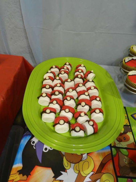 Marshmallow pokeballs | Catchmyparty.com