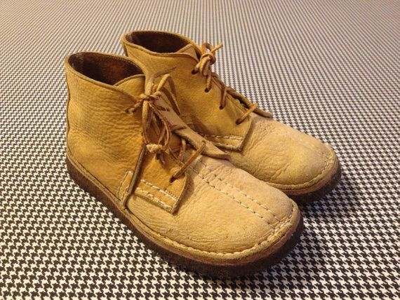 1970's wide toe, gum sole, leather, desert boots, by Bass, Women's size 7/7.5