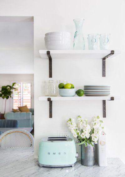 Crisp tranquil modern kitchen decor: http://www.stylemepretty.com/living/2016/08/17/12-must-haves-for-a-perfectly-edited-kitchen-space/ Photography: Tessa Neustadt - http://tessaneustadt.com/