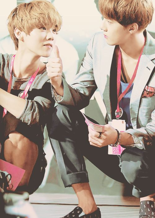 Sehun + Luhan ♥ this picture is precious.