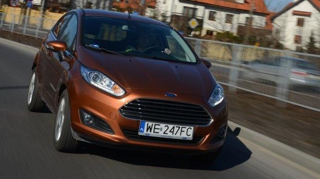 Nowa twarz, nowe serce, nowe gadżety – Fiesta po liftingu wygląda szykownie, a jej turbodoładowany silnik i systemy elektroniczne reprezentują najnowsze motoryzacyjne trendy.  Czytaj więcej na http://www.magazynauto.pl/testy/testy-porownania/news-ford-fiesta-1-0-ecoboost-titanium-test,nId,955972?utm_source=paste_medium=paste_campaign=firefox