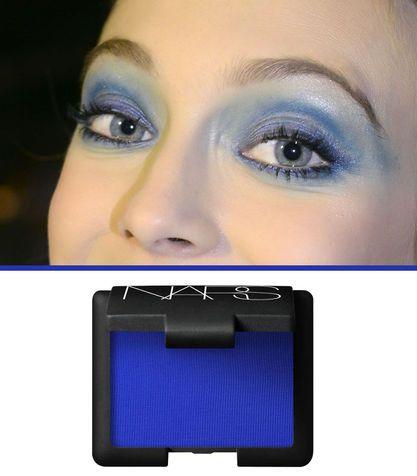 Ombretto blu elettrico: a chi sta bene