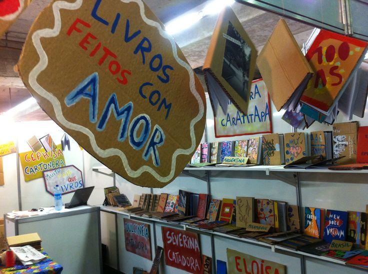 Stand do Cephisa Cartonera na Bienal Internacional do Livro de Pernambuco