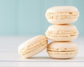 Macarons allégés à la vanille : http://www.fourchette-et-bikini.fr/recettes/recettes-minceur/macarons-alleges-la-vanille.html