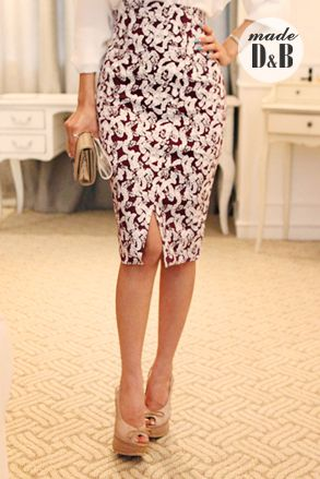 Today's Hot Pick :Leaf Print Pencil Skirt http://fashionstylep.com/SFSELFAA0023396/insang1en/out Adopt some sophistication into your everyday wear with this leaf print pencil skirt. Wear it with a plain top and pointed-toe pumps for a polished casual look. - High-waisted - Slim fit with stretch - Leaf pattern - Front slit - Back zipper closure - Below-the-knee length hem - Available color(s): Wine