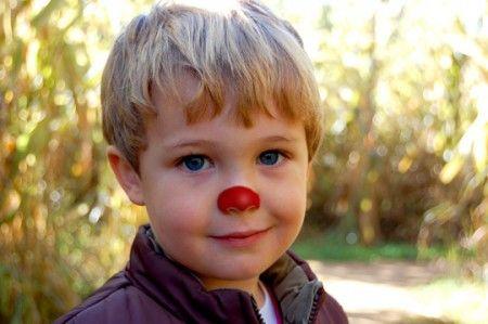 Geef elke vakantieganger 's ochtends een kleurtje op zijn/haar neus. Laat de kinderen vervolgens per kleur aan een tafel zitten om te eten. Zo leren ze meer kinderen kennen.