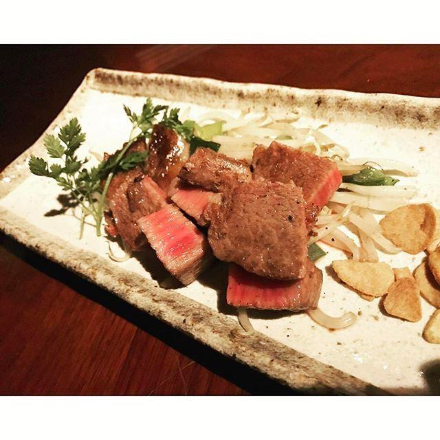 西麻布の肉料理店のA5和牛ヒレステーキ。 厚みのわりにとても柔らかく、口の中で少しとろけます。 #西麻布 #焼肉 #ステーキ #yakiniku #steak #steakhouse #steaks #steakdinner #美味しい #美味しい物 #美味しいもの #美味しいね #美味しいお肉 #美味しい料理 #美味しいって幸せ #肉
