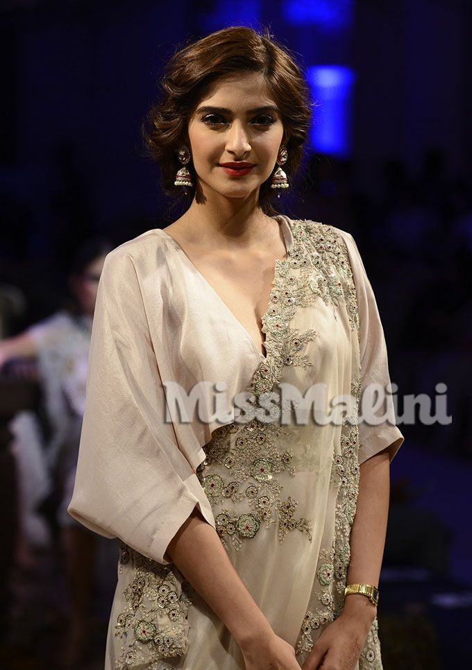 Sonam Kapoor for Anamika Khanna at ICW 2016