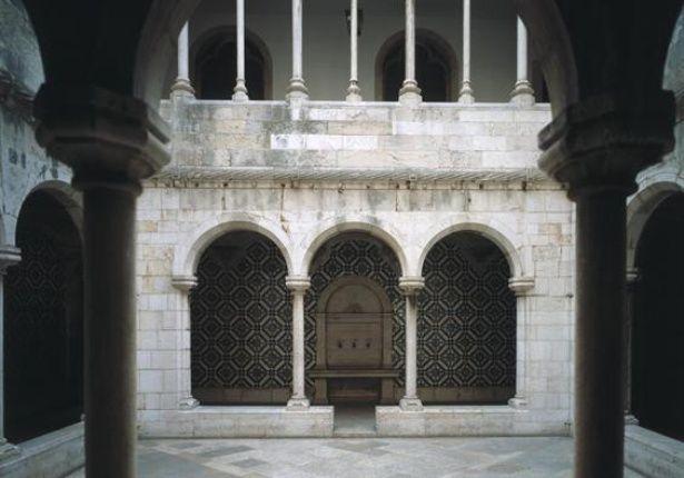 Madre de Deus Convent - Cloister  [Museu Nacional do Azulejo/Azulejo's National Museum] Portugal