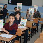 Güroymak Kaymakamı Öğrencilere Kitap Hediye Etti