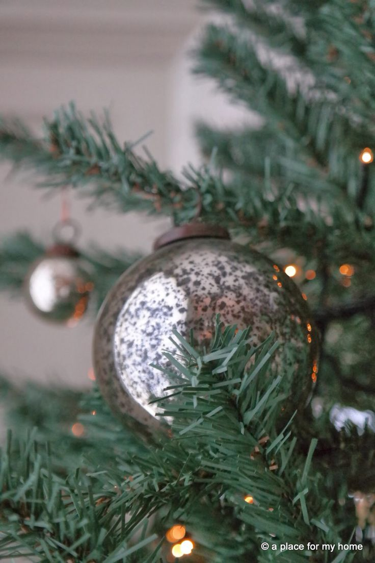 Christmas tree decoration | www.aplaceformyhome.blogspot.nl