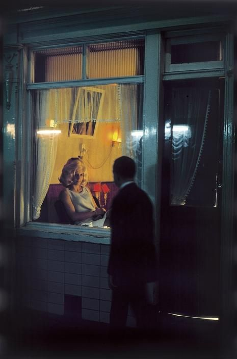 NETHERLANDS. Amsterdam. 1968. Red light district by Elliott Erwitt. Magnum Photos. Lijkt wel Hopper.