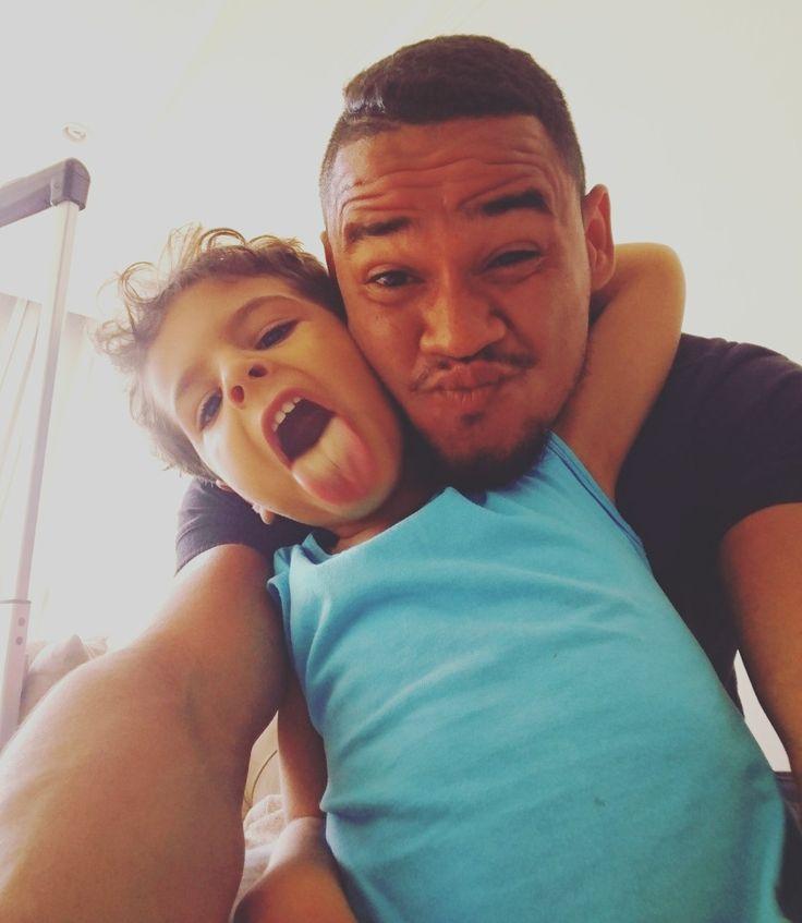 Um parceiro, um irmão. Sim, meu primo irmão!  #TioManho  #autohash #Salvador #Brazil #StateofBahia #people #interaction #affection #portrait #reclining #family #love #child #boy #wear #furniture #cugino #cuginoit #cuginobello #cuginoitt #cuginona #cuginoscemo #cuginomio #cuginone #tivogliobene #addamsfamily